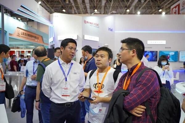 育见新智慧 | 紫光华智与新华三亮相第79届中国教育装备展