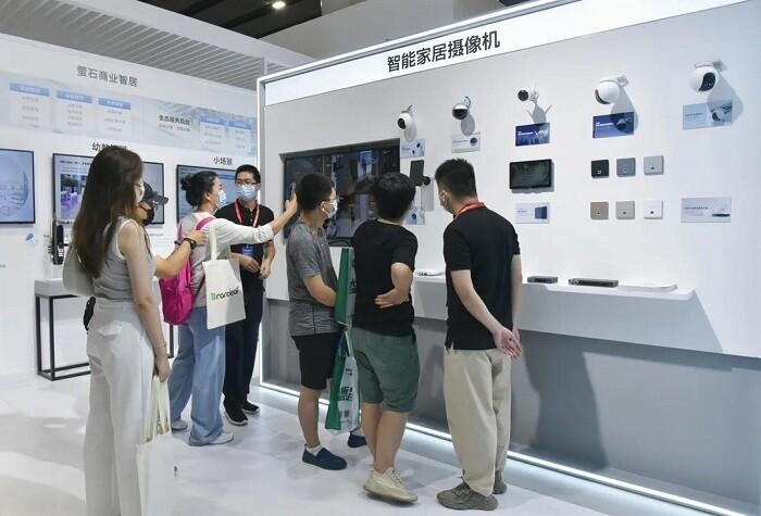 萤石亮相2021 广州建博会 智能人脸视频锁C位出圈